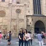 turisti davanti alla cattedrale