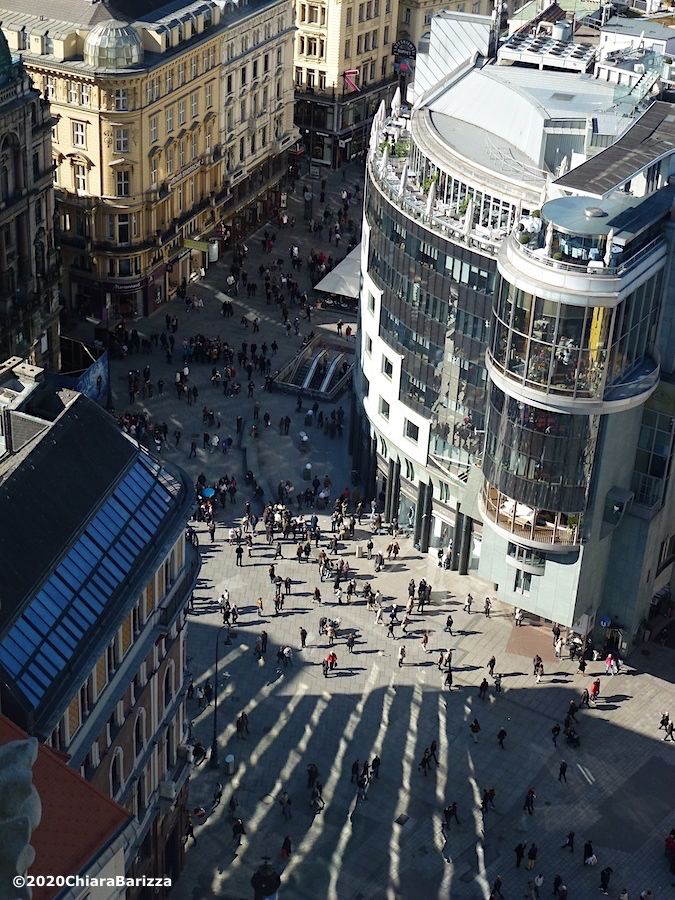 piazza santo stefano dall'alto con la haas haus