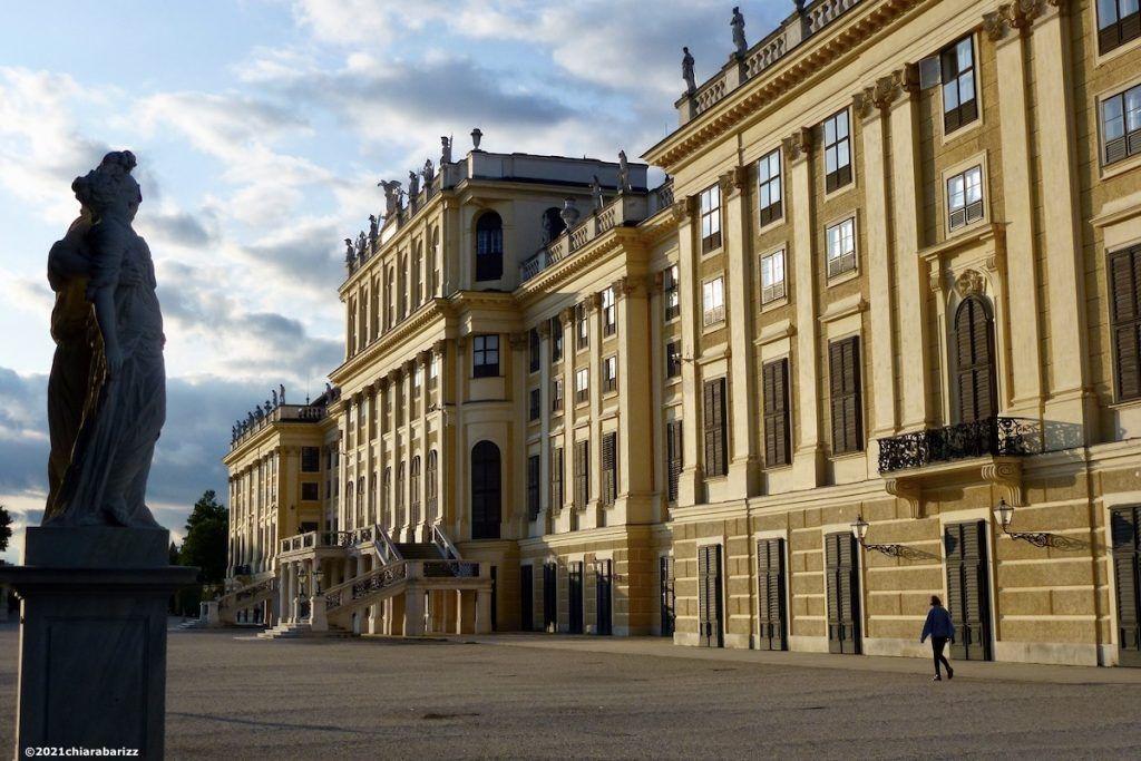 la facciata di schönbrunn sul giardino