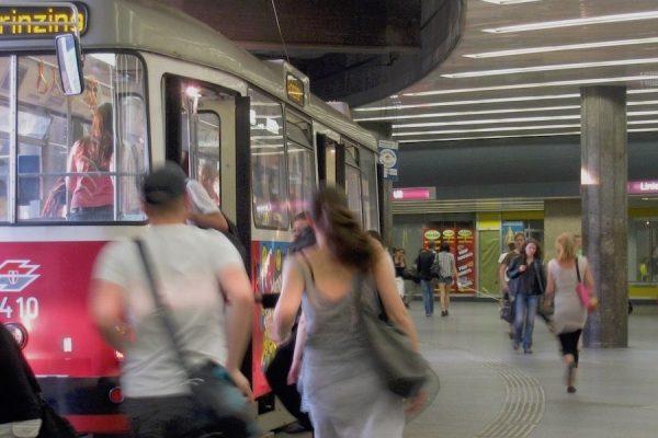 la fermata dei tram di schottentor