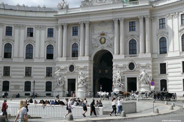 la piazza davanti alla hofburg